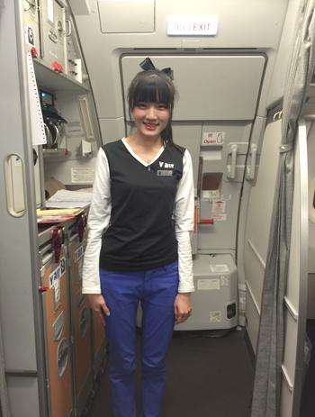 Vエアのフライトアテンダント 今回の搭乗ゲートは7番。 フライトアテンダント。制服はカジュアルな