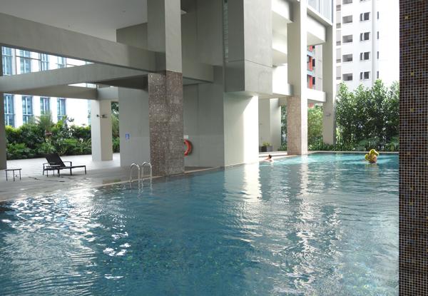 半屋外のプール