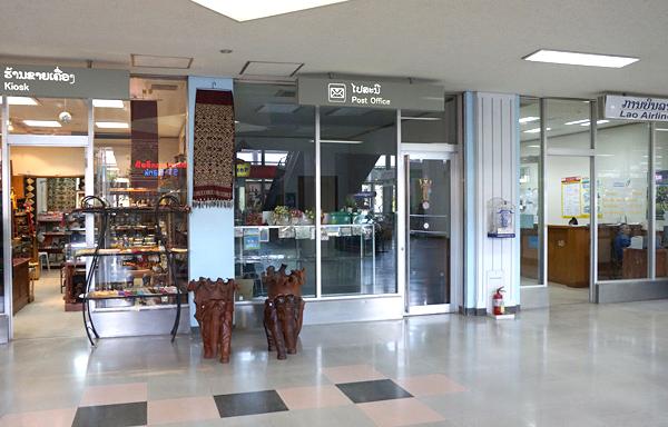 土産物屋、郵便局、ラオス国営航空オフィス