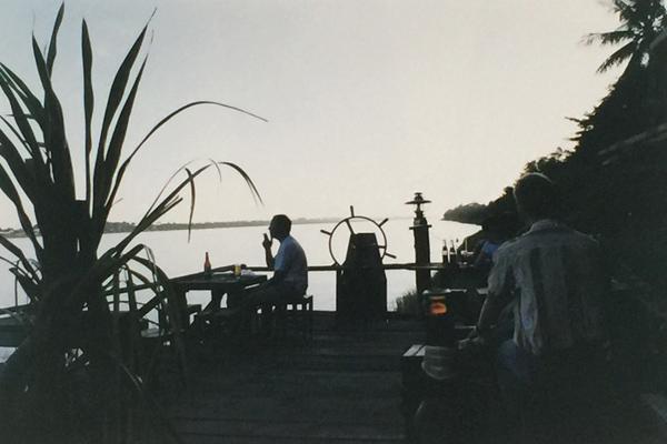 ビエンチャン メコン川沿いでビアラオを