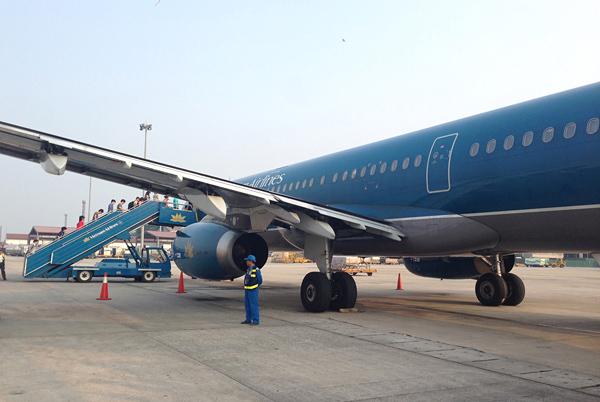 ノイバイ空港に駐機中のベトナム航空機