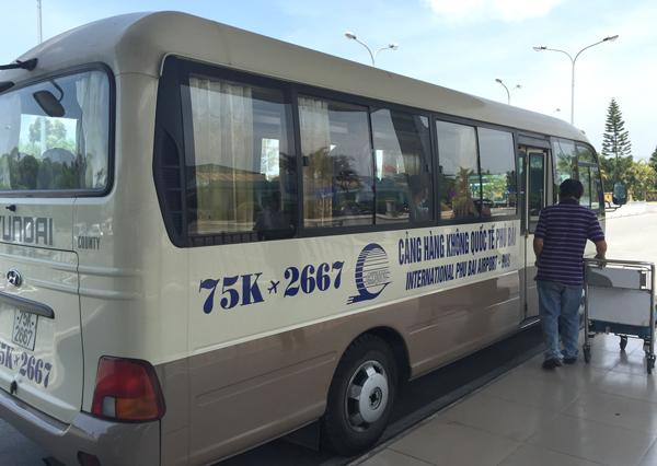 フエ市内行きのシャトルバス
