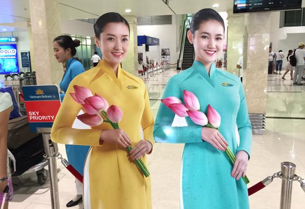 新しくなったベトナム航空の客室乗務員の制服