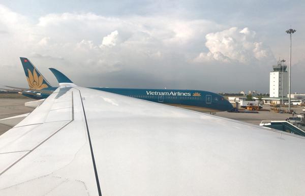 タンソンニャット空港に到着