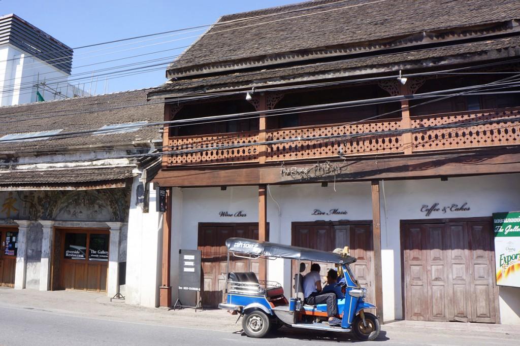 チェンマイ・チャルンラート通りの街並み