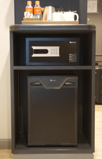 セーフティボックス、冷蔵庫など