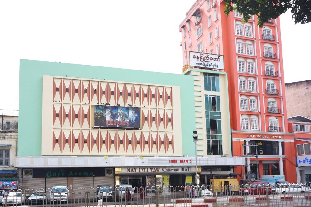 ヤンゴン市内の映画館