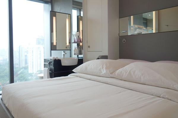 ベッドはクイーンサイズ