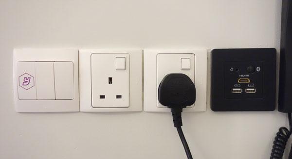 コンセント、USB接続端子など