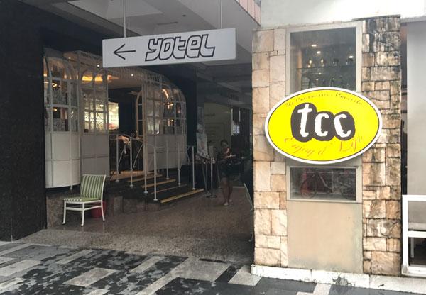TCCの横を通ってホテルへ